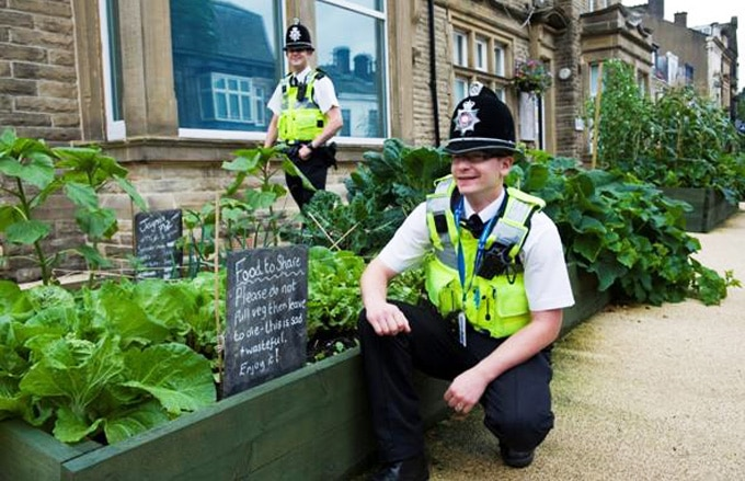 c554_incredible_edible_todmorden_police_station_food_to_share_incroyables_comestibles_w680