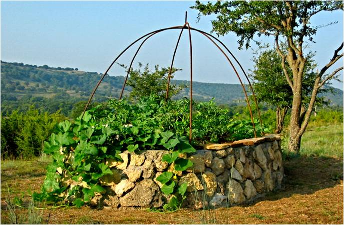 Incroyables-comestibles-Keyhole-garden-Incredible-edible