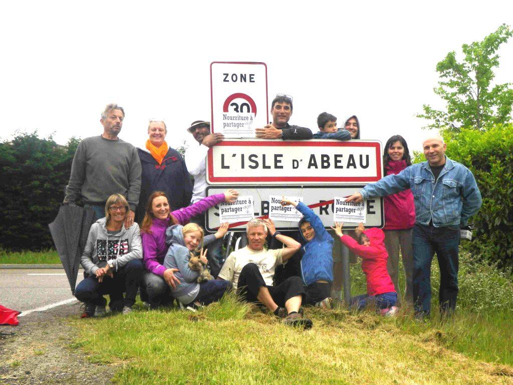 L 39 isle d 39 abeau les incroyables comestibles les for Piscine isle d abeau